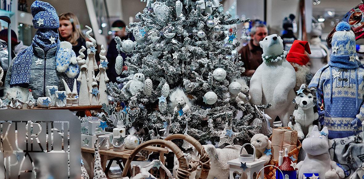 Christmas Shopping in Helsinki (c) Krista Keltanen / Visit Finland